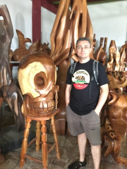 We saw a lot of cool wood carvings. A bit too large to take home with us.